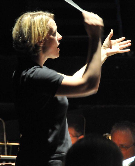Cornelia Verena von Kerssenbrock beim dirigieren